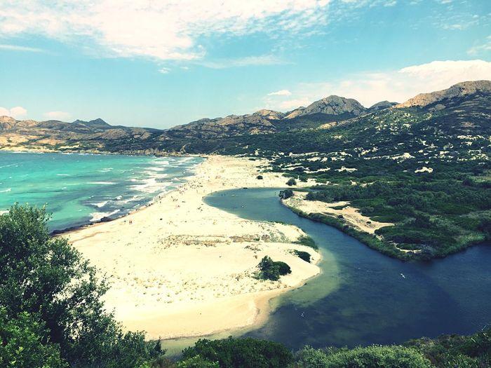 Самый красивый пляж который я видела. Неземная красота. Река , море, горы , деревья!
