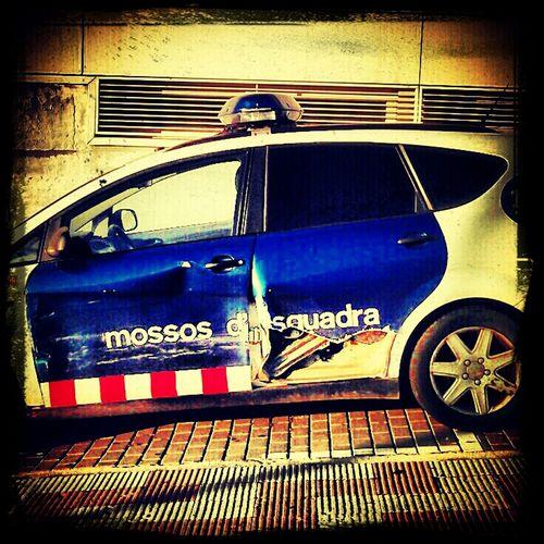 Els mossos també noten la crisi... Follow Me Catalunya Police Policia Crisi Retallades Mossos Hanging Out