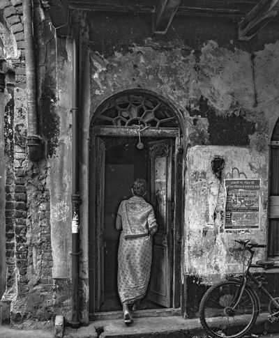 CalcuttaInstagrammers EyeEm Black&white! EyeEm Gallery EyeEmBestPics In India Old Structures Architecture Building Exterior Built Structure Calcuttadiaries Eyeem Shades Of Gray Full Length Leisure Activity Lifestyles Old Stories Old Building Exterior Old Woman One Person Real People Rear View Walking Women