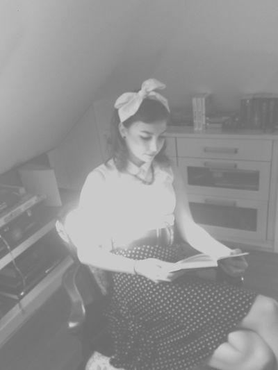 60s Fashion Mottowoche Zeitreise 60s Style Fun Reading A Book Curls Rockabilly 🎉💃👅📖⏳