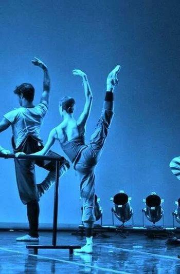 Dance Missing You Me Blue Light ricordando i bei vecchi tempi,anima e corpo donati alla danza,sogni distrutti dalla malattia:(