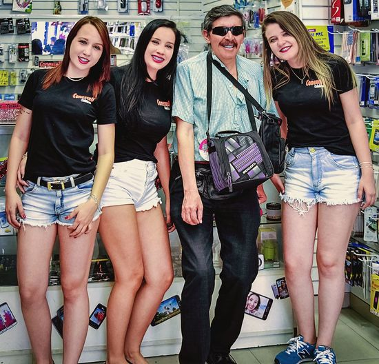 Viajero en Sao Paulo Friendship Young Women Togetherness City Happiness Youth Culture Bonding Carefree Smiling Females Trendy Festival Goer Cool Arm In Arm