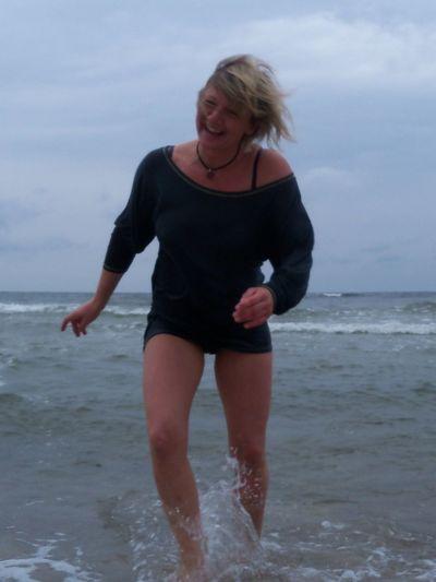 Ostsee Frau Lachen Glücklich Life Hello World Moment Wasser Hi! Photo Of The Day Jung Damals
