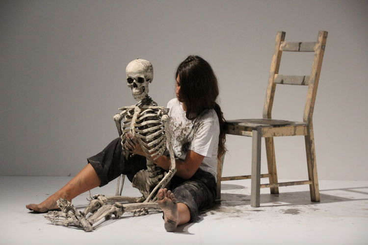 Art Performance Marina Abramović The Cleaner Tadaa Community Picoftheday Amazing View Kunst Europe Chear Skeleton Skeleton One Woman Only Freaky Men Full Length Stage - Performance Space Stage Light Stage Young Couple