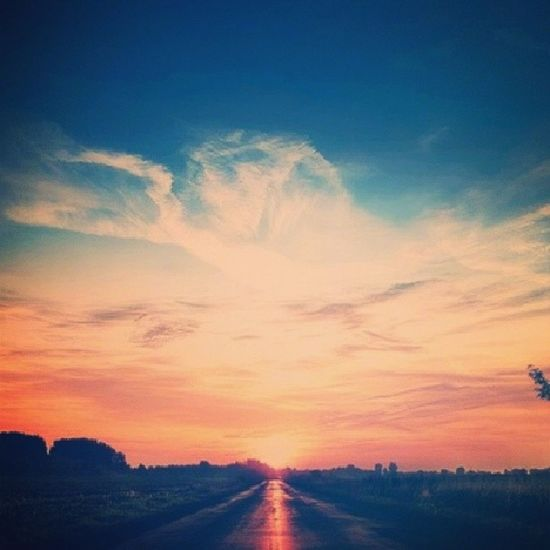 """(...) Sei lá, as vezes acho que vivo na época errada.. Não é o mundo que muda, são as pessoas que são difíceis de entender"""" Boanoite Natural Cansado World good Life instagram inspiraçao """"mundo velho já está perdido"""""""