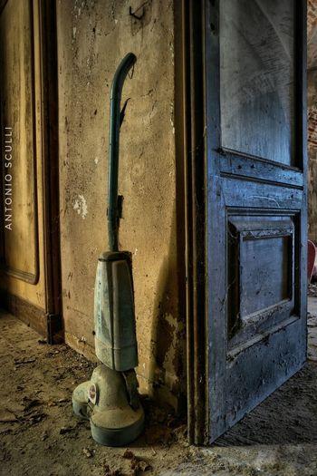 Pulizie di primavera Total_abandoned Abandon_seekers Abandonedplaces Abandonedhouse Abandoned Ig_abandoned Abandon_seekers_#infinity_unguarded#urbex Ig_urbex Abandoned_excellence Abandoned_earth Abandonedexcellence#ascosi_lasciti#underworld_exploration Samsung SamsungNX500 Luoghiabbandonati Urbexworld Piemonte Italia Decai_illife Decai Tesoriabbandonati E_i_a Ei_abandonment Kings_abandoned Day No People Textured  Architecture Indoors  Close-up