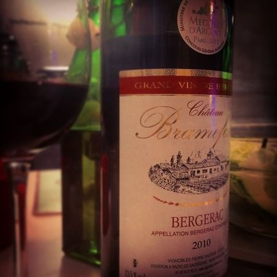 Et puis passer au rouge. Bergerac Wino Rouge Instawine