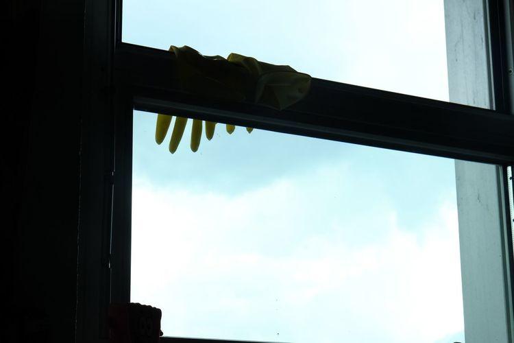 Maybe ten Blackandwhite 10 Fenster Hands Clouds Fingers Fragility Sky Ten Window 열일곱 창문 창틀 10