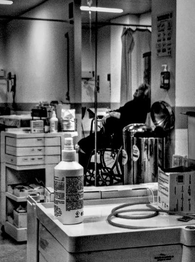 B&w Street Photography Get Well Soon! Hospital Rezo  Melhores Médicos