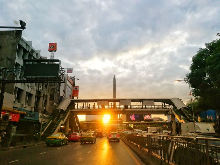 Lens Flare Cloud - Sky Car Sunset Sky Outdoors City Day No People Architecture Light Transportation P10 Plus Photography Freshness Full Frame Portrait Leicaphotography Leicashooters Morning Sunrise Morningsky BangkokThailand Bangkok Life Fridaymorning P10plus