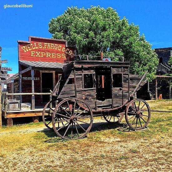 Authentic farwest city in USA, Murdo Murdo Bang Bang!!  Farwest  USA USAtrip USA Photos Just_unitedstates Historic Carriage Wells Fargo EyeEm Gallery