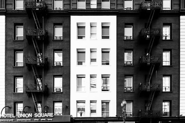 ⬛️⬜️⬛️ EyeEm Best Shots The Week on EyeEm EyeEm Gallery EyeEm Selects Eye4photography  EyeEmBestPics The Architect - 2018 EyeEm Awards Built Structure Architecture Building Exterior Window Building Residential District City