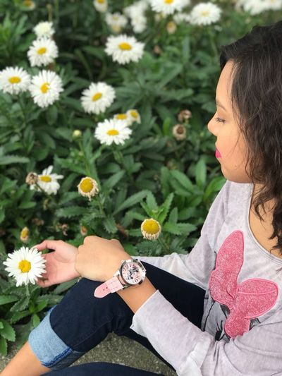 Hermosa mujer 😍 1311 Flowering Plant Flower Plant Women Freshness Real People Beauty In Nature Nature Females One Person