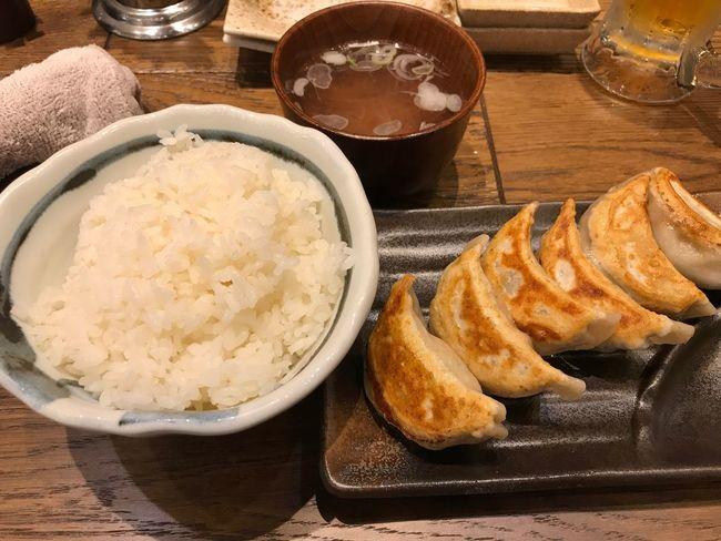 ご飯と餃子