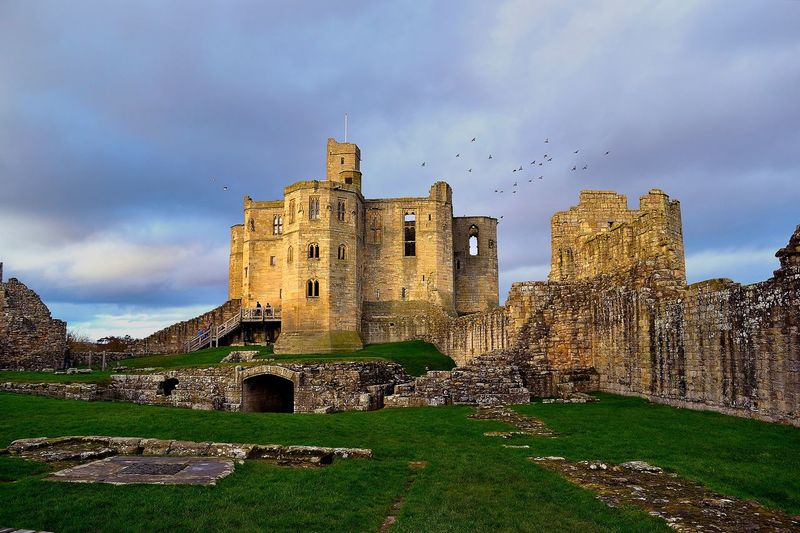 castle of warkworth,england Castle England 🌹 Historical Monuments Abandoned Ancient Ancient Civilization Architecture Bad Condition Building Exterior Built Structure Cloud - Sky Damaged Day England English Heritage History No People Old Ruin Outdoors Sky The Past Travel Destinations Your Ticket To Europe