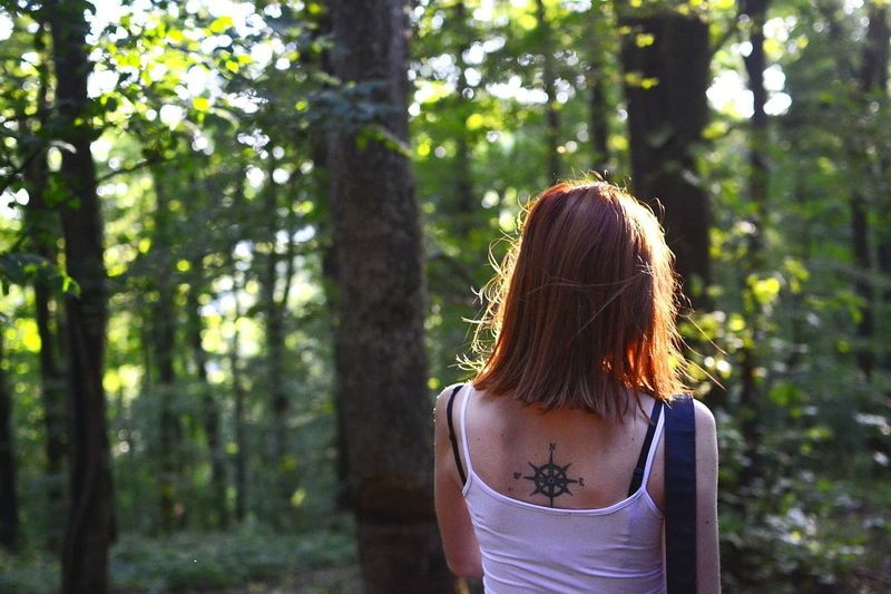 Young Women Portrait Of A Friend Exploring Woods Exploring Exploring Nature Woods Trees Greenery Tattoo Back Tattoo Ginger Hair