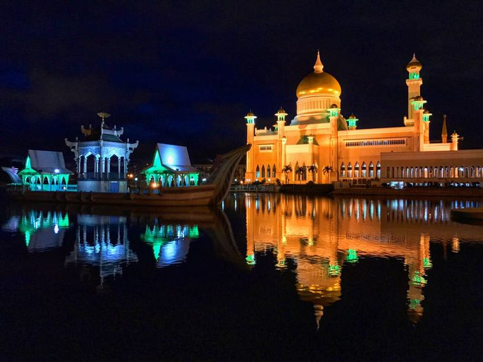 Masjid Omar Ali Saifuddin at night Night Architecture Illuminated Building Exterior Religion Place Of Worship Built Structure Spirituality Dome Reflection Sky No People Water Outdoors City