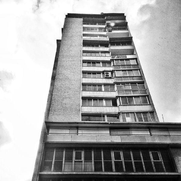 Caracas en alto contraste Instabyn_ve Instabw_ve Insta_ve Instapro_ve instashot_ve igerscaracas ig_caracas editsvzla hdr_ve