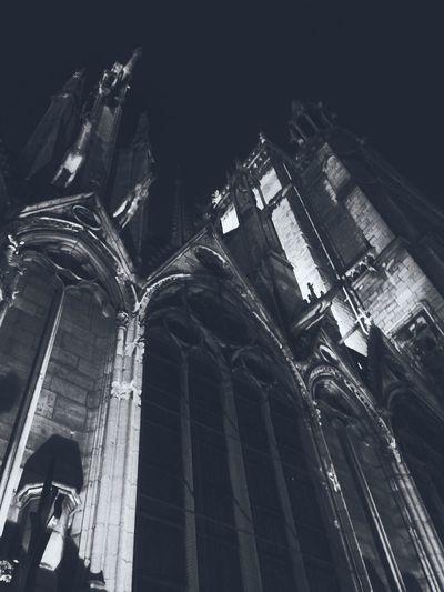Notre Dame pèse
