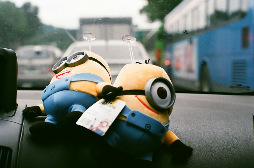 So Cute Minions Dolls In Car Rainy Days Minolta Alpha9000