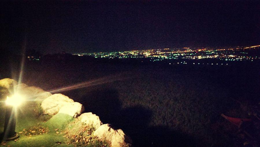 依舊習慣在黑夜尋覓著光點,太多的迷幻拉扯著,將就的放縱片刻了。 Night Lights Star Night View Taitung