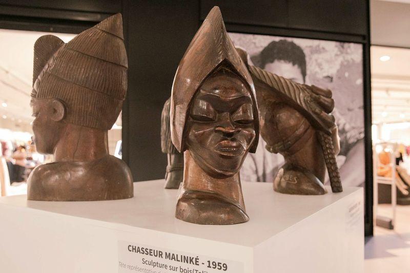 Tête représentant la coiffe d'un chasseur en pays Malinké Statue Sculpture Business Business Finance And Industry Store Arts Culture And Entertainment Close-up