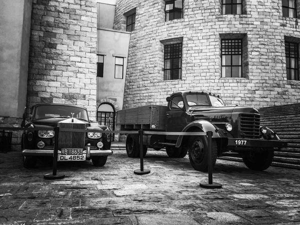 B&W Old Car !