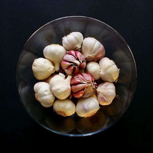 Showcase April Things I Like Eating Healthy Garlic Natural Medicine Glass - Material Foodporn Food Porn Foodphotography Garlic Bulbs Garlic Cloves Black Background Insta 1:1 White Getting Creative... EyeEm Best Shots Popular Photos Popular Photo My Favourite Breakfast Moment Perspectives On Nature