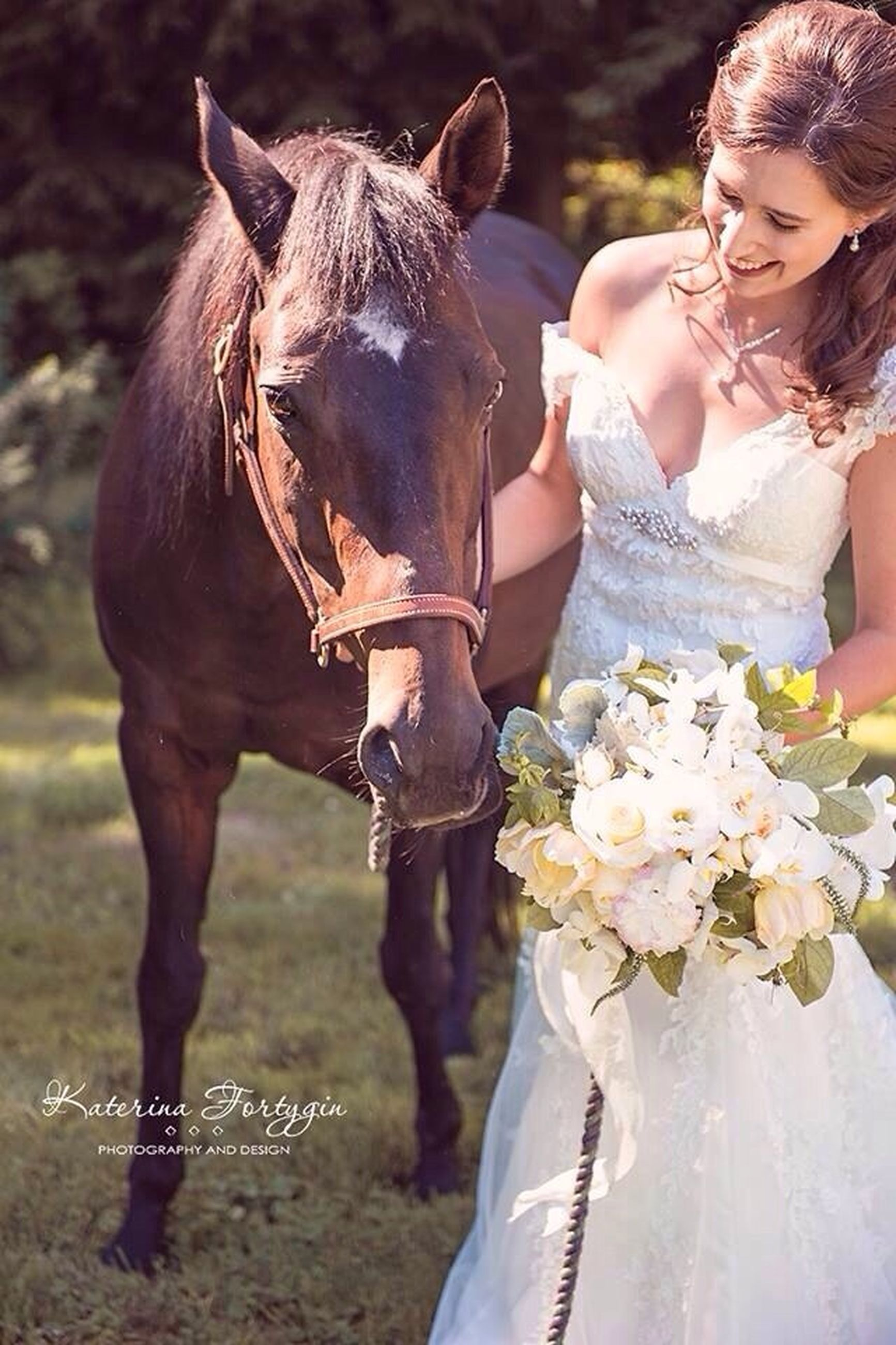 lifestyles, holding, standing, casual clothing, leisure activity, animal themes, focus on foreground, person, front view, horse, young adult, working animal, young women, outdoors, flower, livestock, day, close-up