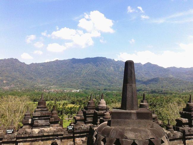 Jawatengah Borobudur Temple INDONESIA ?