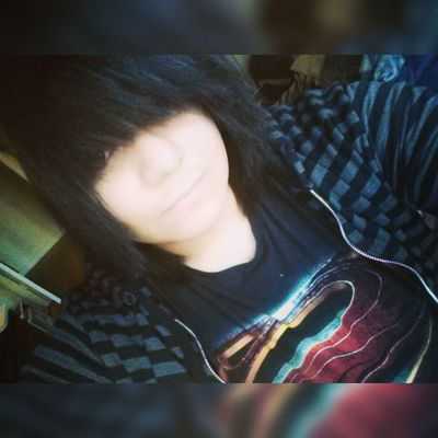 Old pic but yah um selfieee and stuff Oldpic Selfie Haironpoint Bored Randompic Weaveonpoint Happynerd Sunnyday Cold Sweaterweather Yesimaboy