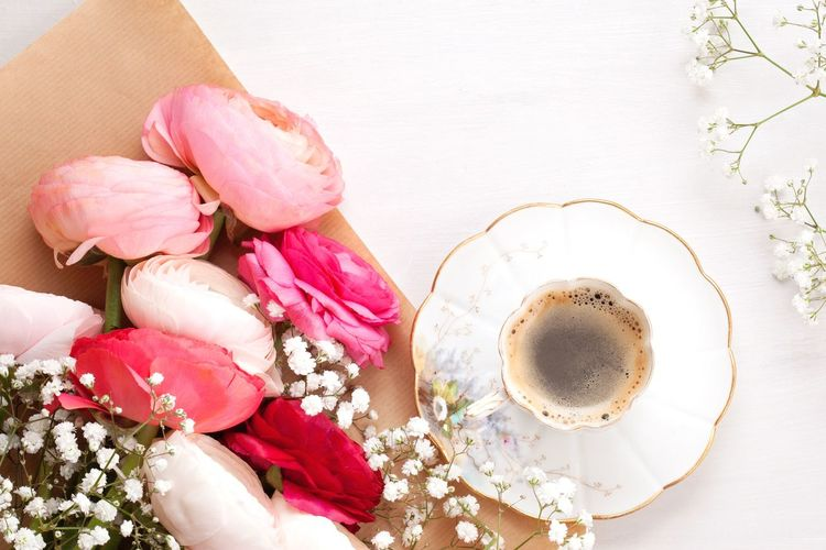 Ranunculus Flat Lay EyeEm Selects Food And Drink Freshness Indoors  Refreshment Pink Color High Angle View Cup Drink Coffee Flower Coffee - Drink Table Plant Directly Above