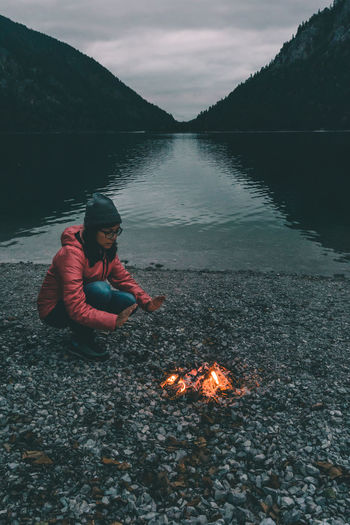 Adventure vibes at the warm bonfire Adventure Australia Autumn Bonding Bonfire Camp Camping Campvibes Cold Night Dark Darkness Darkness And Light Dusk Girl Lake Life Light Mood Plansee Vibes Warm Warming Hands Woman Österreich Camp Go Higher