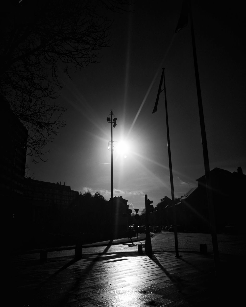 silhouette, street light, outdoors, architecture, sky, built structure, night, city, building exterior, illuminated, real people, tree, one person, clear sky, people