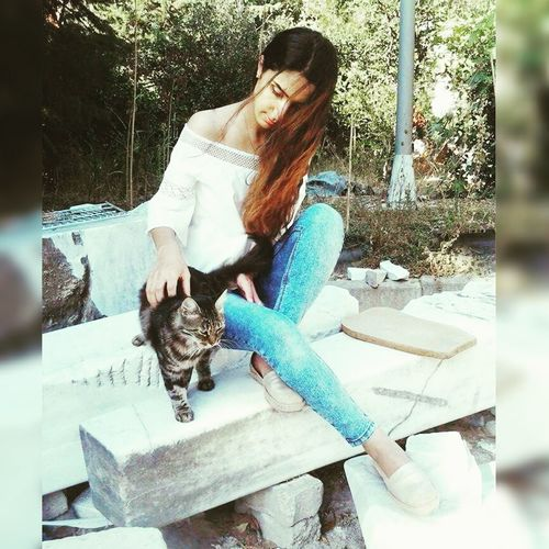 Feedus Animals Marmarauniversty Sculpture Atelier Love InTheGarden Relaxing Girl Cat Animal Love Sweety  In Istanbul