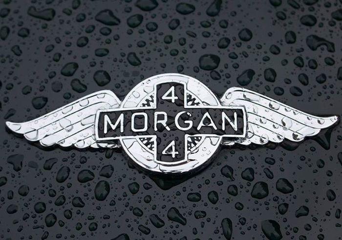 Raindrops on Black Cars Oldtimer
