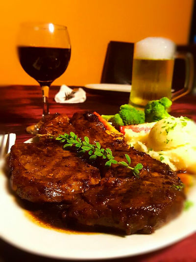 Foodphotography Beefsteak Mashedpotatoes Broccoli Redwine Beer