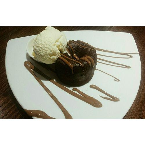 'A soufflé is a very sexy pudding.' - Gordon Ramsay Maxbrenner Chocolatesoufflé Foodporn Foodiefridays throwback yuminmytum soyum souffle fatmeup learningshappydays nomnomnom