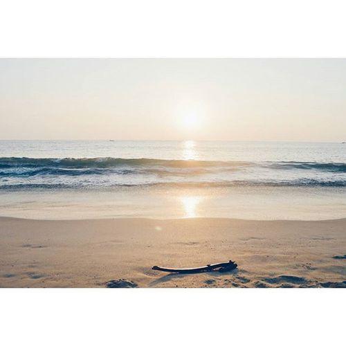 Enjoy Every Sunset Look forward to every sunrise IndiaJourney Sunrise Sunset Beach Agonda Agondabeach Goa India VSCO Vscocam VscoGoa Vscojourney Vscoexplore Explore Travel Vscotravel Journey Sun