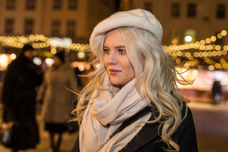 Christmas Portrait Young Adult Young Women Focus On Foreground Incidental People Beautiful Woman One Person Hair Women Headshot Illuminated Blond Hair Beauty Looking At Camera Night Adult City Leisure Activity Hairstyle Warm Clothing Chrismas Lights Chrismas Market The Portraitist - 2019 EyeEm Awards