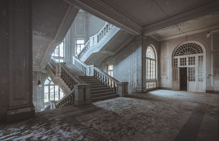 Amazing staircase inside an abandoned asylum. Architecture No People Built Structure Abandoned Abandoned Places Abandonedbuilding Abandonedasylum Urban Exploration Urbexphotography First Eyeem Photo The Architect - 2018 EyeEm Awards EyeEmNewHere