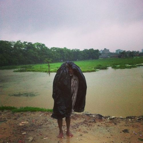 Monsoon Portrait ! Js Jashimsalam Photographer Photojournalism Documentary Porträt Monsoon Rain Plastic Wet Water Season  Environmental Environment Dailylife Man Old Instagram Chittagong Chottogram Everydaybangladesh