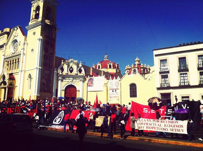 Miembros del SETSUV inconformes con el aumento de 50 pesos, propuesto por la rectora de la UV, Sara Ladrón de Guevara.