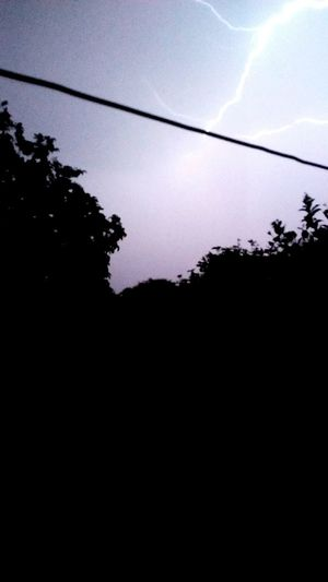 noche de tormenta #tormenta #rayo #Noche Silhouette Cable Tree Low Angle View No People Nature Sky First Eyeem Photo
