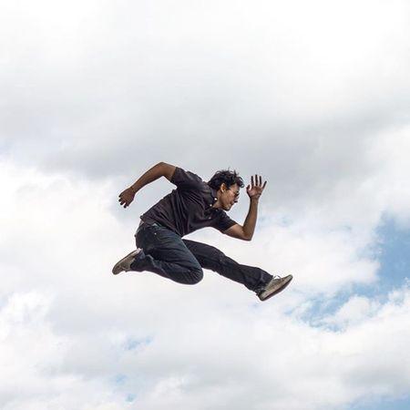 • —¿Qué tienes? —Muchas ganas de estar contigo... • 📷 @ernestofuca_87 • Jumpstagram Jumpotd Lm_saltando GRAMJUMP_SOTY2015 THEGRAMIES2015