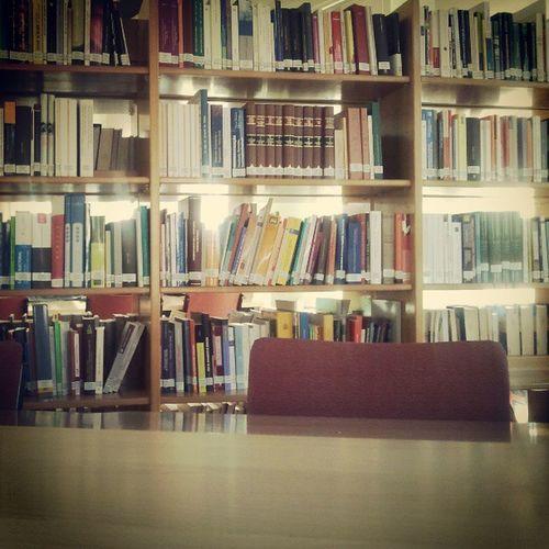 Tardes de biblioteca en la facultad de derecho...