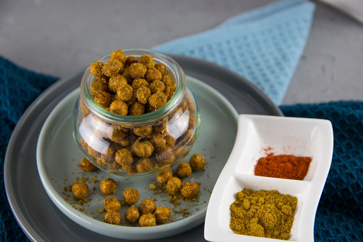 Geröstete Kichererbsen - roasted Chickpeas Curry Snack Snack Time! Airfryer Chickpeas Food Food And Drink Food In A Glas Geröstete Geröstete Kichererbsen Gesunder Snack Golden Snack Healthy Eating Healthy Food Kichererbsen Low Carb Food Nic Nacs Pepper Ready-to-eat Spices Weckglas Wood - Material