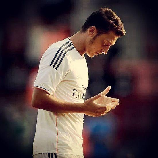 Madridista Halamadrid Realmadrid Özil Mesut Please_dont_leave اوزيل عازف الليل لا_ترحل