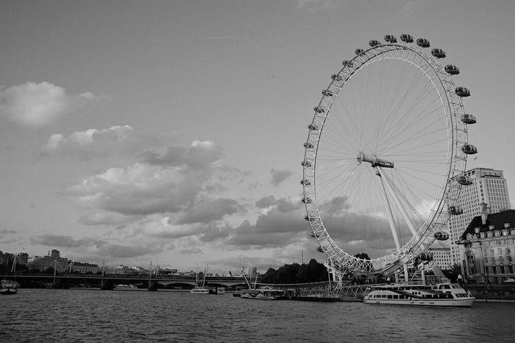 Shades Of Grey Taking Photos LONDON❤ London Eye London_only Blackandwhite Memories