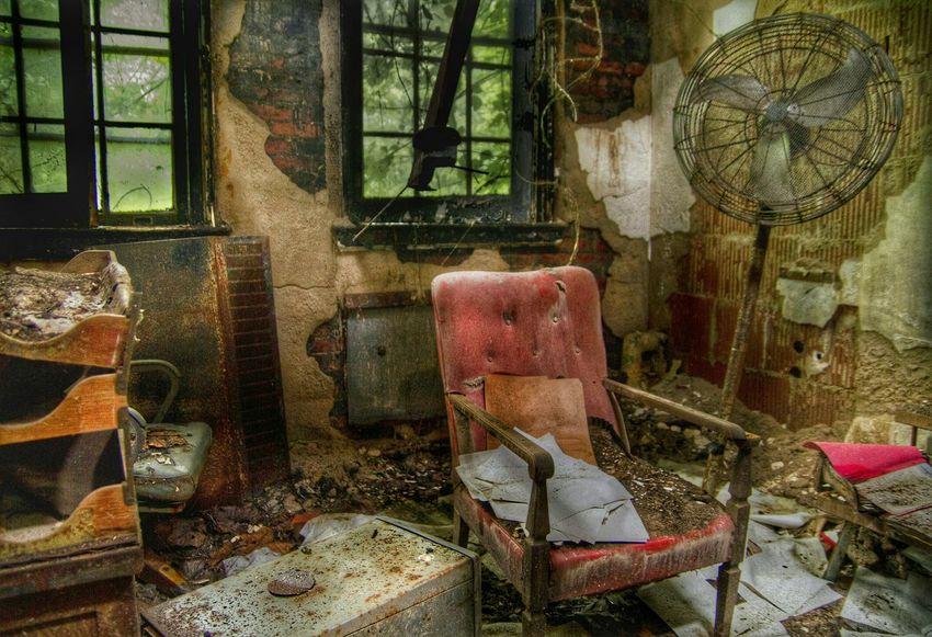 Psychiatrist office/ abandoned asylum, Maryland. Streamzoofamily Abandoned Urban Exploration Beauty Of Decay EyeEm Best Shots EyeEm_abandonment Abandoned & Derelict Hdr_Collection Abandonedasylum Asylum
